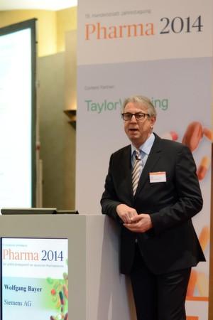 """""""Kann die Medizintechnik- der Pharmaindustrie helfen bei der Marktdurchdringung?"""", fragt Wolfgang Bayer, Leiter von Siemens Healthcare Deutschland, auf der Jahrestagung Pharma in Frankfurt."""