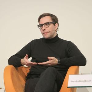 Aktivist Jacob Appelbaum warnt vor der Militarisierung des Netzes