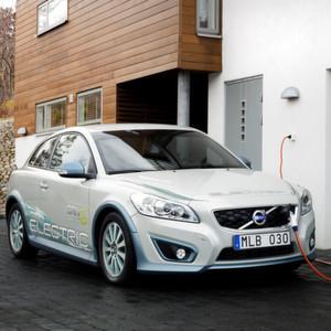 Der Volvo C30 Electric: In der zweiten Generation des Elektrofahrzeugs kommt eine Inverter Safety Unit (ISU) von TTTech zum Einsatz