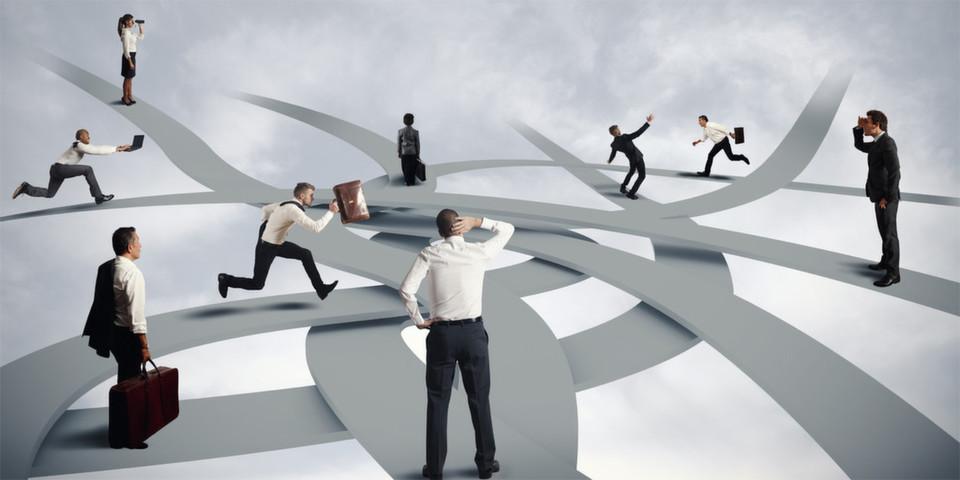 Strukturierte Vorgehensweise ist gefragt: Bei der Einführung eines Projektmanagement-Prozesses sollte eine Zuständigkeitsmatrix erstellt werden, durch welche Rollen ein Projektauftrag – differenziert nach Projektgröße und -typ – erteilt werden darf.
