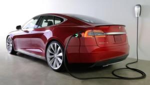 Tesla, der bedeutendste Hersteller von elektrisch angetriebenen Premiumfahrzeugen hat mit Bossard, dem führenden Anbieter von intelligenten Lösungen für die industrielle Verbindungstechnik, einen Dreijahresvertrag über USD 140 Mio. abgeschlossen.