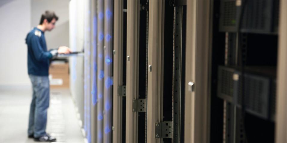 Um auch in Zukunft konkurrenzfähige IT-Plattformen betreiben zu können, ist eine hoch skalierbare Infrastruktur und mehr IT-Know-how im eigenen Unternehmen gefragt.