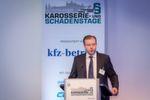 Florian Fischer, Geschäftsführung bei Vogel Business Media, begrüßte die Teilnehmer am ersten Tag der Würzburger Karosserie- und Schadenstage und nutzte die Gelegenheit, den Teilnehmern die Autowelt der Vogel Medien vorzustellen.