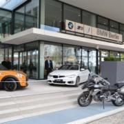 BMW, Mini und BMW Motorrad: Drei auf einen Streich am Kaiserdamm in Berlin.