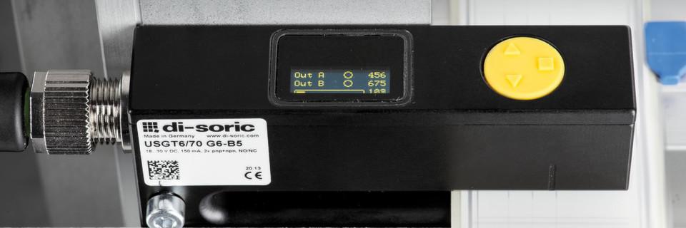 Mit dem OLED-Display und der 3-fachen Teach-In-Taste können Konfigurationen einfach eingestellt werden.