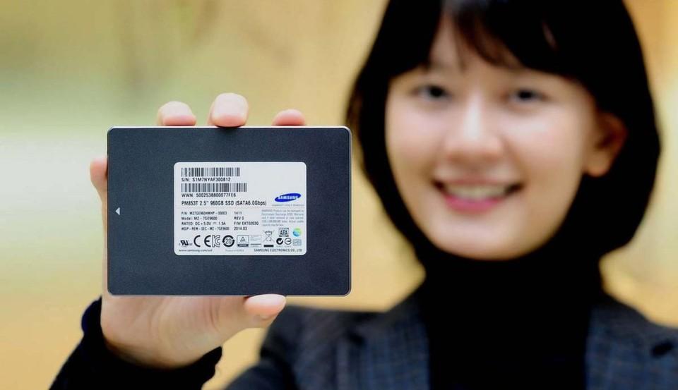 Das Halbleiterlaufwerk bietet eine sequenzielle Lesegeschwindigkeit von 530 Megabyte pro Sekunde (MB/s) sowie eine sequenzielle Schreibgeschwindigkeit von 420 MB/s.