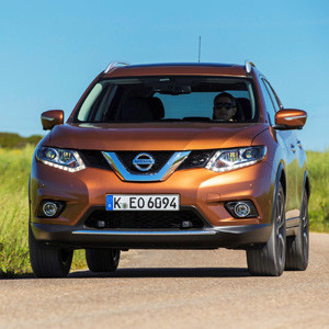 Nissan-Rückruf: Korrosionsproblem am Heckklappendämpfer