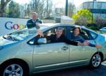 Autonomes Fahrzeug mit den Google-Chefs (von links): Executive Chairman Dr. Eric Schmidt, CEO Larry Page und Mitbegründer Sergey Brin