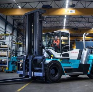 Die neue C-Serie von Konecranes Lifttrucks verfügt neben verbesserten Motoren und Truconnect-Remote-Monitoring-Software über eine komplett neue Fahrerkabine.