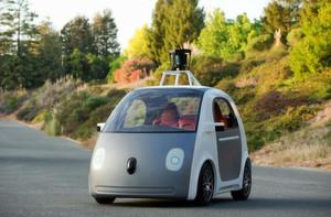Klein und knubbelig: Google erster eigener Fahrzeugentwurf für ein autonomes Auto