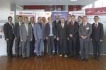 Die Vertreter der Projektpartner Linde-MH, Fronius, DB Schenker, Joanneum Research und Hycenta sowie die Referenten von BMW und Ludwig-Bölkow-Systemtechnik beim Gruppenbild.