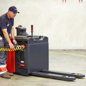 Wasserstoff-Betankung eines Linde-Niederhubwagens T20 im Rahmen des E-Log-Biofleet-Forschungsprojekts.