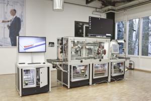 Automationstechnik ist bereit: Sämtliche Komponenten und Softwarefunktionen der realitätsnahen Industrie-4.0-Montagelinie stammen aus dem aktuellen Produktportfolio von Bosch Rexroth.