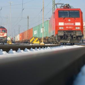 Geht es um den Seehafen-Hinterlandverkehr, soll nach dem Willen der Politik die Rolle der Eisenbahn weiter gestärkt werden.