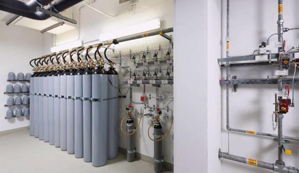 Brände sind die häufigste Ursache für Betriebsunterbrechungen in Rechenzentren. So sehen Stickstoffbehälter für die Gaslöschanlage eines Rechenzentrums aus.