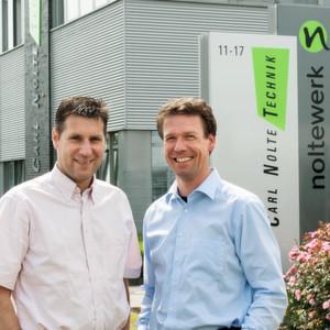 Nils Nolte (l.), GF der Carl Nolte Technik GmbH, mit Christoph van Üüm, frischgebackener GF der Noltewerk GmbH & Co. KG.