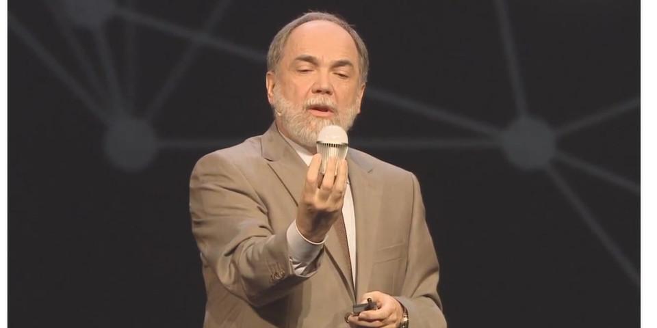 """Es geht nicht um die Frage """"Sein oder Nichtsein"""". Es geht in Joseph Regers Keynote auf dem Fujitsu Forum 2013 darum, wie eine LED-Lampe mit Internetanschluss die Sicherheit herausfordert."""