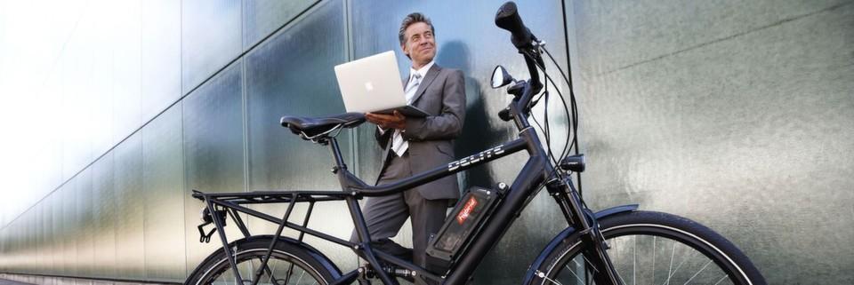 Wer mit dem E-Bike zum Termin kommt, beweist ein Gespür für die Trends der Zukunft und zeigt, dass umweltbewusste, gesunde Mobilität keineswegs Quälerei ist.