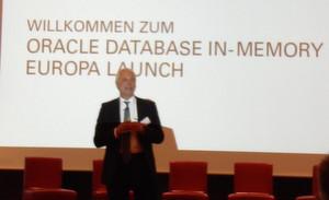 Günther Stürner, Vice President Sales Consulting von Oracle Deutschland, führt durch die Präsentation.