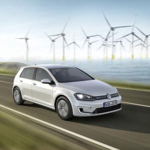 Der neue e-Golf von Volkswagen: Die hohen Preise von Elektrofahrzeuge sind eine der größten Hürden für die Etablierung der Elektromobilität in Deutschland. Doch das soll sich ändern, wie eine aktuelle Studie zeigt.