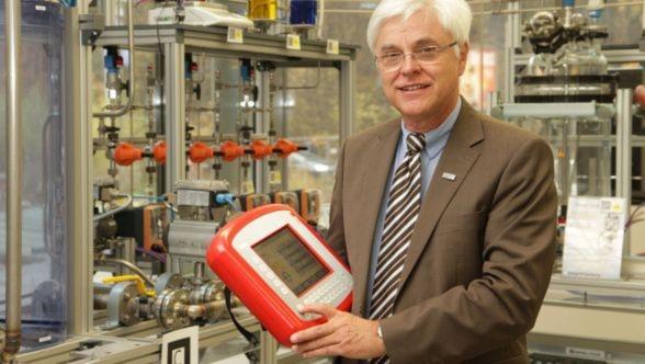 """Prof. Dr. -Ing. Dr. h.c. Detlef Zühlke: """"In der Zukunftswelt Industrie 4.0 kann jeder Sensor und jeder Aktor sowie jede SPS mit anderen Netzteilnehmern kommunizieren, horizontal wie vertikal."""""""