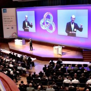 Getriebe im Fokus: Tagungsleiter Dr.-Ing. Hans-Jörg Domian (ZF) eröffnete den VDI-Kongress in Friedrichshafen.