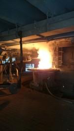 Für 1 t Silizium aus Quarz fließen rund 13.000 kwh durch die Leitungen.