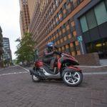 »bike und business«-Chefredakteur Stephan Maderner macht den Praxistest mit dem Yamaha Tricity...