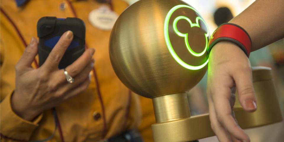Bezahlen, reservieren und sich ausweisen mit dem MagicBand von Disney: Wird die iWatch von Apple davon inspiriert?