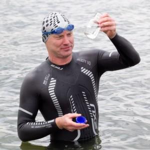 Andreas Fath ist Professor an der Hochschule Furtwangen und unterrichtet u.a. Chemische Verfahrenstechnik, Umwelttechnik sowie Physikalische Chemie und Analytik. Der Leistungssportler will in diesem Sommer den Rhein durchschwimmen und Wasserproben ziehen.