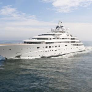 Riesige Luxusyacht setzt auf High-Speed-Überwachung