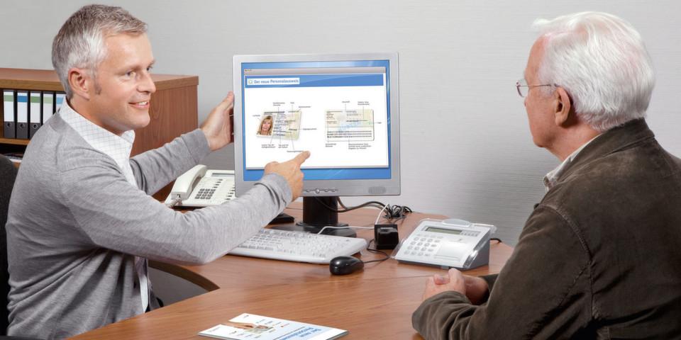 Viele Bürger wissen mit der Online-Ausweisfunktion nichts anzufangen und lassen sie deshalb nicht freischalten. Buergerservice.org möchte die Kommunen bei der Beratung unterstützen
