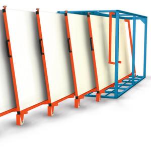 Karl H. Bartels präsentiert auf der Euroblech das vertikale Tafelregal für stehende Bleche.