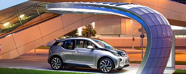 Eine Schnellladestation von ABB soll in einem Gemeinschaftsprojekt von BMW, Deutsche Bahn, Eight, RWE, der Universität Bamberg, der Bundeswehr-Uni München und der TU Dresden ab Mitte des Jahres an der BMW-Welt Elektroautos laden.