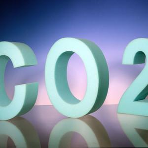 Bayer Material Science sieht sich als Vorreiter bei dem Zukunftsthema Kohlendioxid-Nutzung. Im Zuge des bereits seit längerem laufenden Projekts Dream Production will das Unternehmen ab 2016 am Standort Dormagen mit Kohlendioxid eine Komponente für Polyurethan-Weichschaum gewinnen. Das neue Material soll zunächst zur Fertigung von Matratzen dienen.