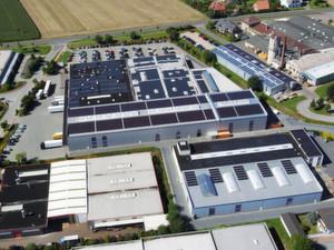 Selbst wenn die externe Stromversorgung zusammenbricht, ist das Rechenzentrum von Wortmann über Photovoltaik und Hochleistungs-Batterien zusätzlich abgesichert.