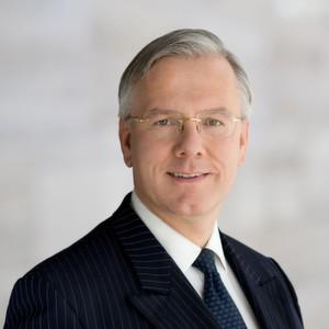 Christoph Franz, Präsident des Verwaltungsrates von Roche bedauert die Entscheidung von Arthur D. Levinson mit sofortiger Wirkung aus dem Verwaltungsrat auszuscheiden.