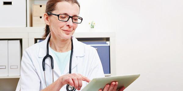 Megatrend Mobile Health: Ärzte können auf die tägliche Visite verzichten – ein Blick auf die per Mobilfunk gesendeten Daten über den Therapieverlauf reicht dem behandelnden Arzt aus.
