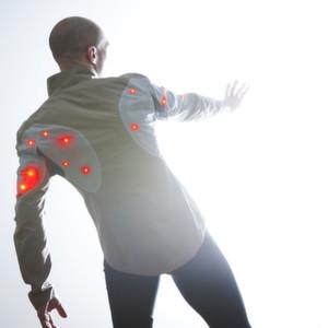 Die intelligente Fahrradjacke Sporty Supaheroe ist ein Beispiel für intelligente Kleidung. Die Jacke, die im vergangenen Jahr den begehrten Red-Dot-Designpreis erhielt, wurde in Zusammenarbeit mit dem Fraunhofer-Institut für Zuverlässigkeit und Mikrointegration (IZM) entwickelt.