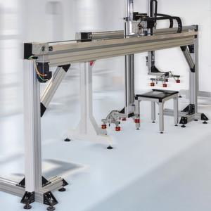 Aluminiumprofile eignen sich auch zum Aufbau von Portalen, die schwere Lasten tragen können.