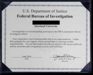 Die Urkunde des FBI für den anonymen Informatiker der Saar-Uni