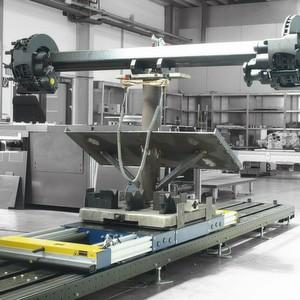 Die Stahllaufbahnen für die sogenannten E-Carts – die Trägersysteme – können auf dem Hallenboden liegen oder aufgeständert werden.