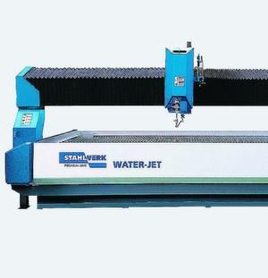 Eine neue Generation von Wasserstrahlschneidmaschinen präsentiert die Knuth Werkzeugmaschinen GmbH in Hannover. Die Maschinen, wie zum Beispiel die Water-Jet 3015, sind mit hilfreichen Features ausgestattet.