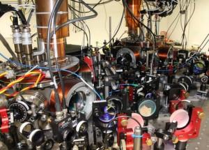 Bild 2: Mit diese Atomfallenapparatur wurden die Experimente in Saarbrücken durchgeführt