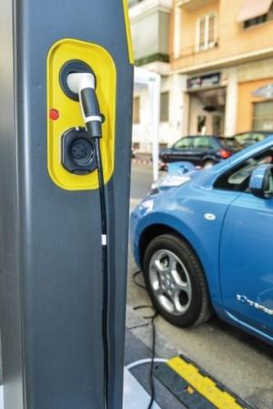 Elektroauto: Mit rund 400.000 Elektroautos weltweit Anfang 2014 hat sich deren Zahl im Vergleich zum Vorjahr verdoppelt (ZSW).
