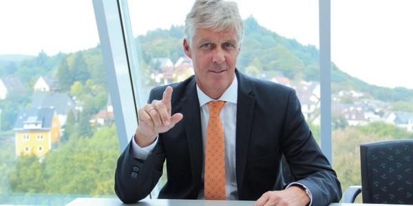 """""""Für uns ist Industrie 4.0 der Oberbegriff für alles, was sich hinter dem Thema Produktivitätssteigerung und Prozessintelligenz verbirgt"""", so Dr. Thomas Steffen, Geschäftsführer Forschung und Entwicklung der Rittal GmbH & Co. KG in Herborn."""