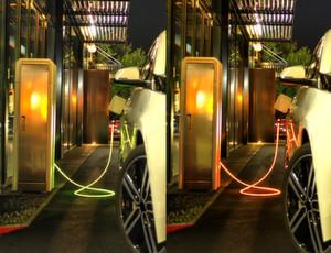 Enthüllung auf der ecarTEc 2014 in München: Das Ladekabel iEVC begleitet visuell den Ladevorgang eines Fahrzeuges durch einen Farbwechsel des Kabelmantels. Durch die Integration einer LED-Leuchteinheit entlang des Ladekabels kann der Fahrer auch aus größerer Entfernung und ohne Verwendung von Zusatzgeräten den Ladezustand seines Elektroautos oder Plug-in-Hybrids erkennen. Dabei kann jede Farbe bei stufenloser Dimmbarkeit dargestellt werden.