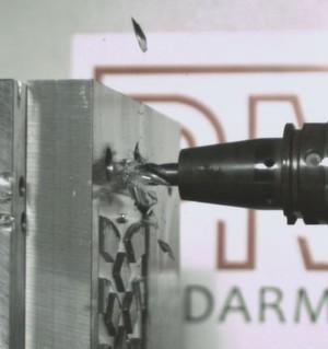Das kann teuer werden: Crash einer Frässpindel mit dem Wekstück – Jakob Antriebstechnik liefert mit dem permanentmagnet-basierten System MS³ jetzt die effektive Schadensprävention.