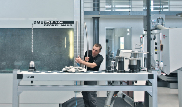 CAM system supports 5-axis machining strategies