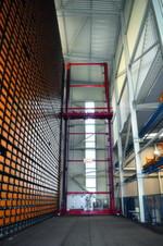 Vier Langgutlager von Kasto sind bei Eisen Schmitt in Betrieb. Darunter ist auch dieses Wabenlager vom Typ Unicompact mit 2520 Fächern.